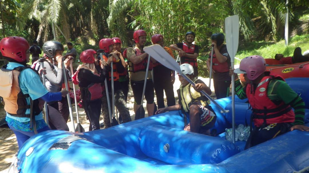 White water rafting in Slim River Malaysia - Ummi Goes Where?
