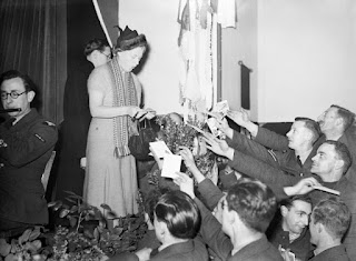 Gracie Fields entertaining RAF personnel in France in 1939