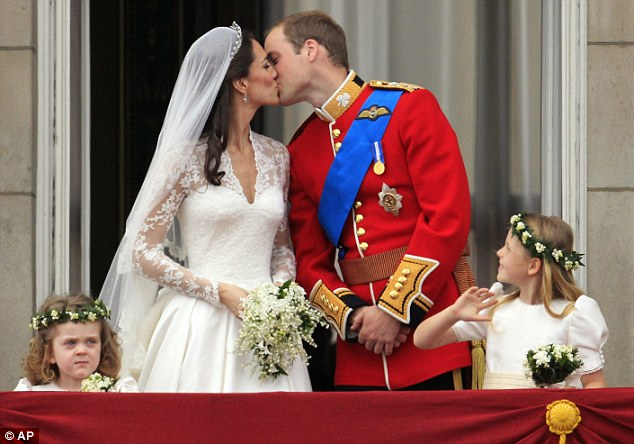 Article : Britons Waiting Sweet William & Kate Kiss