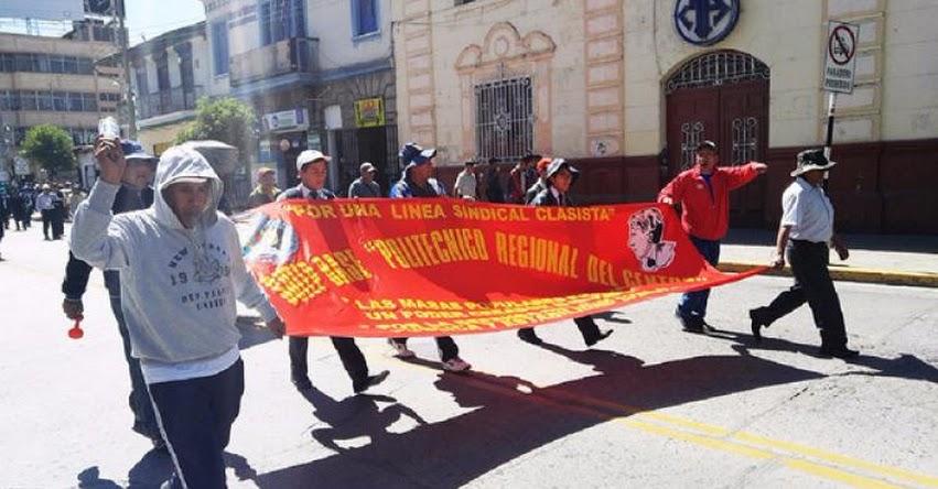 Más de 2 mil 500 docentes marchan en tercer día de huelga en Huancayo - Junín