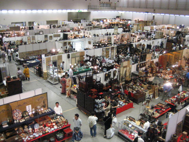 Kyoto: Kyoto Big Antique Fair, at Pulse Plaza, Fushimi, Kyoto