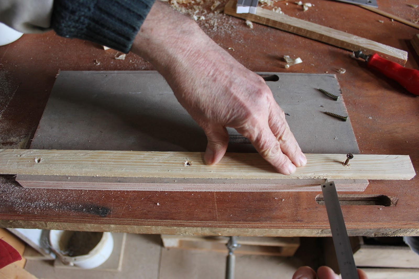 Making guide rails for crosscut saw table