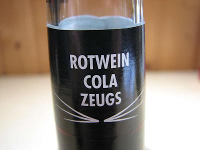 Rotwein mit Cola Mixen - Süßes alkoholisches Zeugs