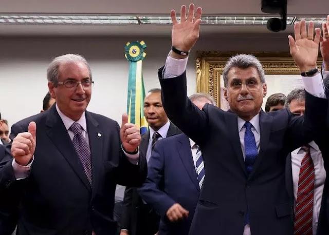 Michel Temer soube domingo (22) à noite que Sérgio Machado, um antigo personagem da política brasileira, havia grampeado uma conversa com seu ministro do Planejamento, Romero Jucá (PMDB-RR), que também foi personagem central na articulação do impeachment de Dilma Rousseff. Considerada inevitável, a queda de Jucá marca o naufrágio dos dois maiores artífices do impeachment de Dilma Rousseff, 36 dias depois de o primeiro algoz da petista, Eduardo Cunha (PMDB-RR), ter obtido a aprovação do pedido na Câmara. Se Cunha deu início ao calvário de Dilma, aceitando a tramitação do pedido de afastamento, Jucá trabalhou para materializar em votos no plenário a insatisfação da classe política com a petista.