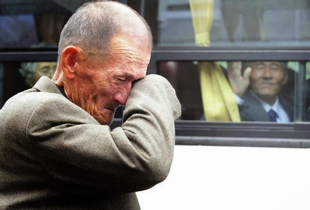 A North Korean waves at his South Korean brother after inter-Korean temporary family reunions. - The 63 Most Powerful Photos Ever Taken That Perfectly Capture The Human Experience