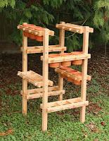 porta macetas vertical para hierbas hecho de madera