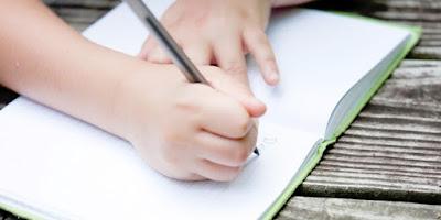 Cara Menulis Teks Pengumuman