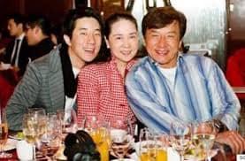 تعرف على رد فعل زوجة جاكى شان عندما علمت بخيانته
