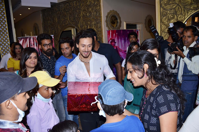 Tiger Shroff Meets His Little Cancer Afflicted Fans