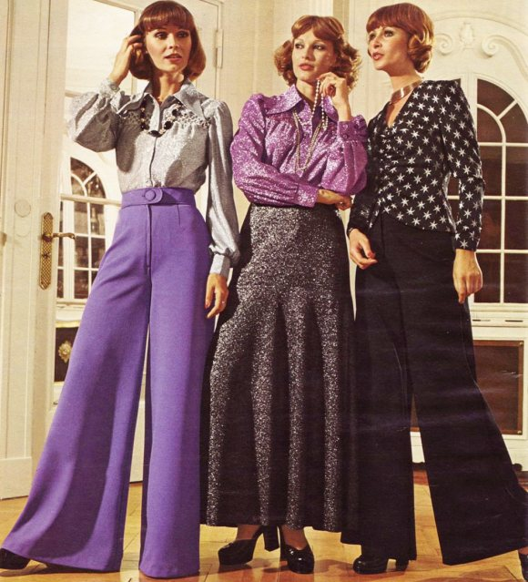 658dc5506c5 1970s fashion - The decade of ready to wear - 70s fashion - Blue 17