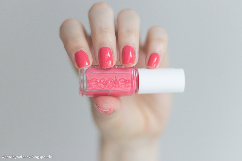 Mani Monday: Essie 'Cute as a button'