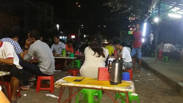 Puestecillo callejero en Mandalay