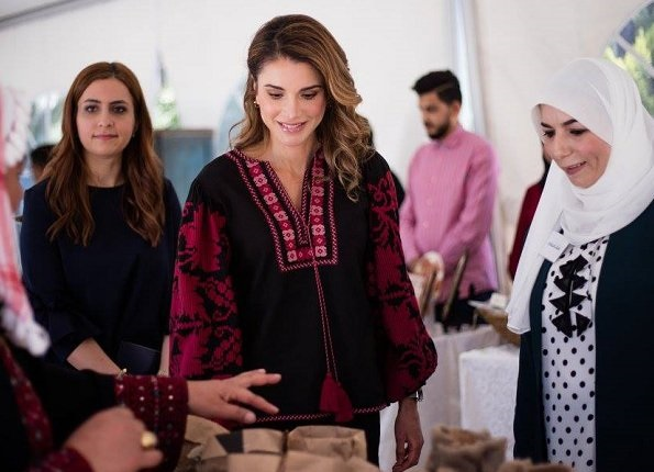 Queen Rania visited the Jordanian Association for Human Development in Jerash. Queen Rania wore Talitha Salma embroidered blouse.