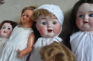 Muñeco de caracter en el desembalaje de Arriondas