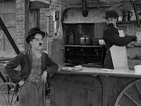 """Кадр из фильма Чарли Чаплина """"Собачья жизнь"""" / A Dog's Life (1918) - 6"""