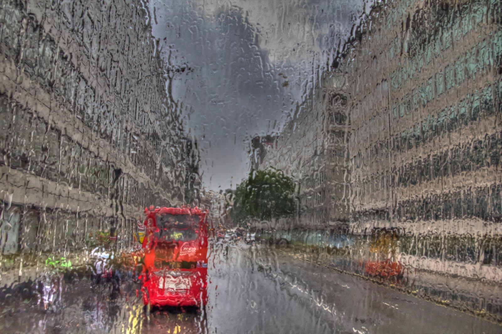 BADIA MASTERPIECES: LONDON PEOPLE AND THE RAIN