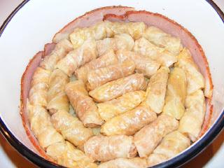 retete, sarmale, sarmalute, preparare sarmale traditionale de porc in foi de varza murata, retete de mancare pentru craciun,
