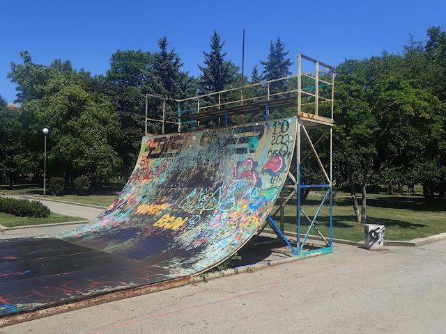 W Sofii w parku jest też kilka ramp (skatepark)