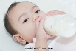 Ternyata Berbahaya Jika Memberikan Susu Botol pada Bayi Sambil Tiduran