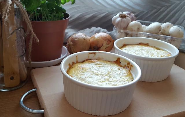 Zapiekanka ziemniaczana z pieczarkami i wędliną