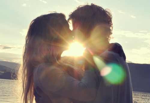 romantic wallpapers of couples kissing