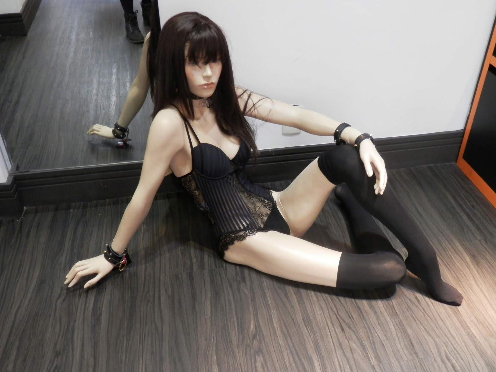 (+18 anos) Dia do orgasmo: Tour pela boutique erótica LoveToys