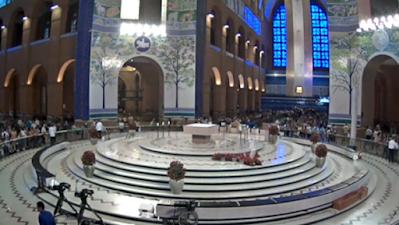 câmera do altar central