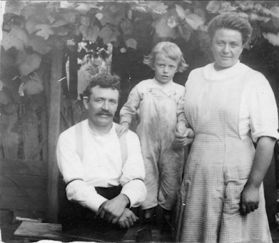 Piccolo family Westerly RI circa 1914