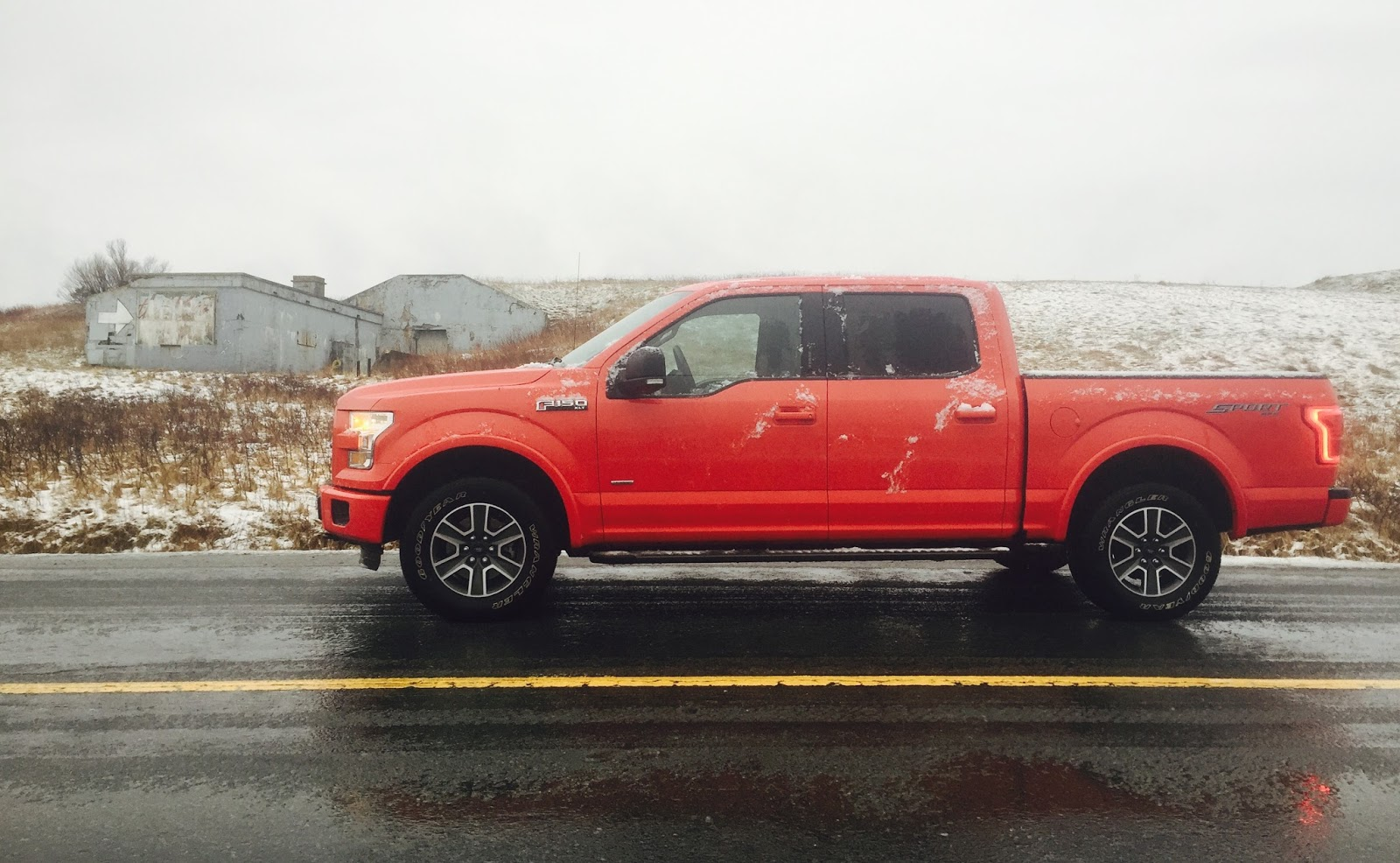 2016 ford f 150 supercrew xlt sport red side view
