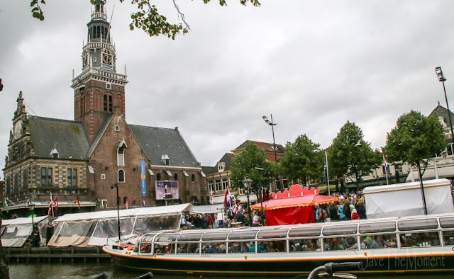 Gracht mit Schiff in Alkmaar