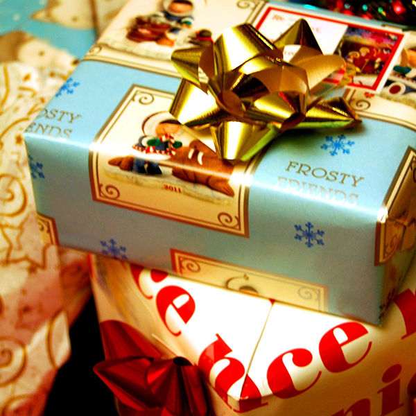Top 10 christmas day gift ideas for friends girlfriend for Great christmas gifts for fiance