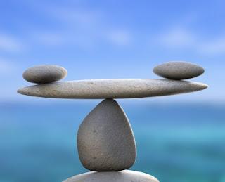Pedras-equilibradas-em-cima-de-outra-pedra