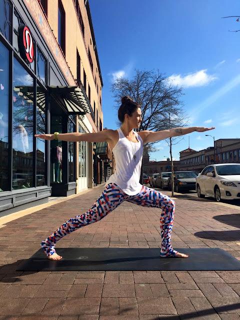 lululemon yogi-racerkback capoeira-wunder-under