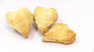 corazones de hojaldre rellenos de jamon y queso
