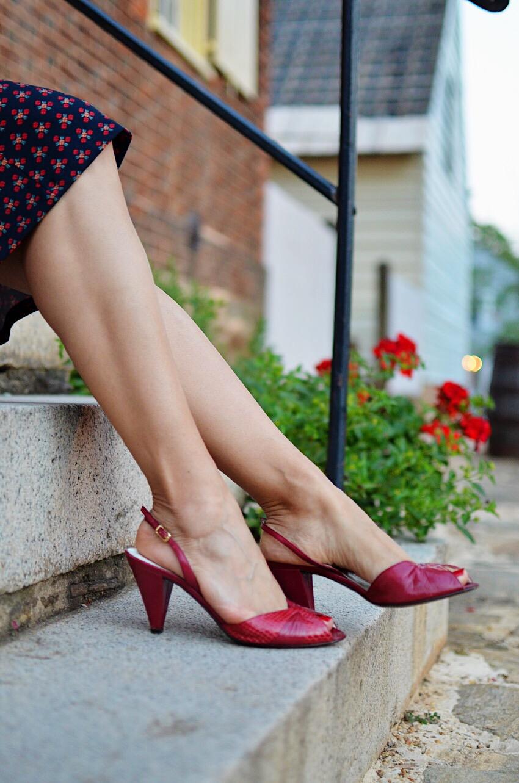 Retro heels street style