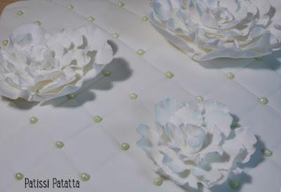 gâteau pivoines blanches, cake design, gâteau fleuri, pâte à sucre, gumpaste, modeling flowers, patissi-patatta