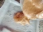 Rulada cu ciocolata preparare reteta foaie - turnam compozitia in tava