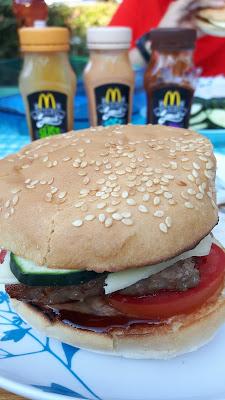 Hamburger grillen mit McDonald´s Saucen