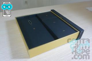 Coolpad Max - Isi dalam kemasan, dipartisi lagi ke dalam kotak-kotak kecil