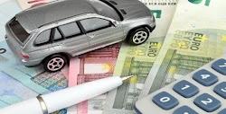 Ακόμη πιο τσουχτερές θα είναι εφέτος οι προμήθειες που επιβάλλουν οι τράπεζες για την πληρωμή των τελών κυκλοφορίας και άλλων φόρων στα γκισ...