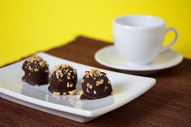 Bombocitos vegans de cacao con crema de cacahuete
