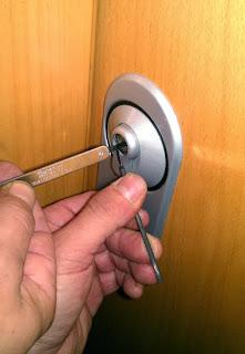 ¿Te has dejado las llaves dentro de casa? Cerrajero Granada 24h