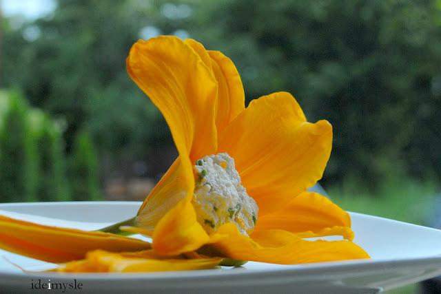 faszerowane kwiaty liliowca, jadalne kwiaty, nadziewane kwiaty, stuffed daylily, daylily flowers