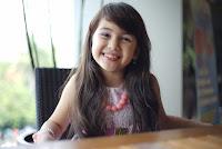 Sandrina Michelle sebagai Riri ( adik Risa )