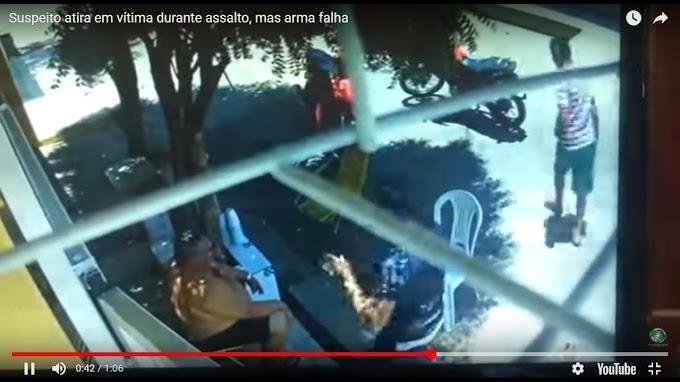 Vídeo: arma de assaltante falha em arrastão e vítima sobrevive em Teresina