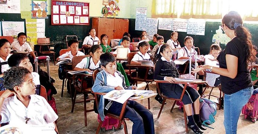 900 escolares extranjeros inician clases en colegios de la región Piura