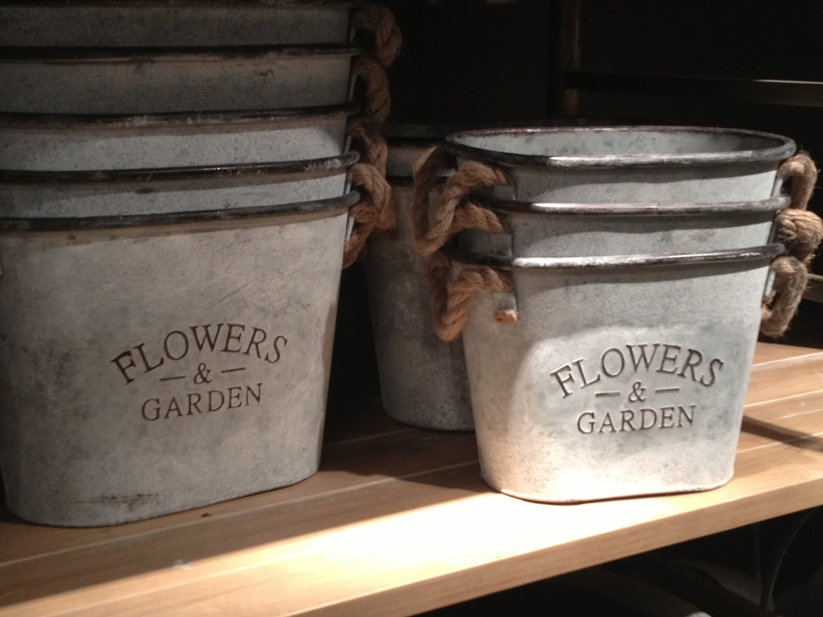 These Charming Pails With Rope Handles Would Look Fabulous Indoors Or Out To Me They Lend A Country French Feeling Anywhere You Put Them