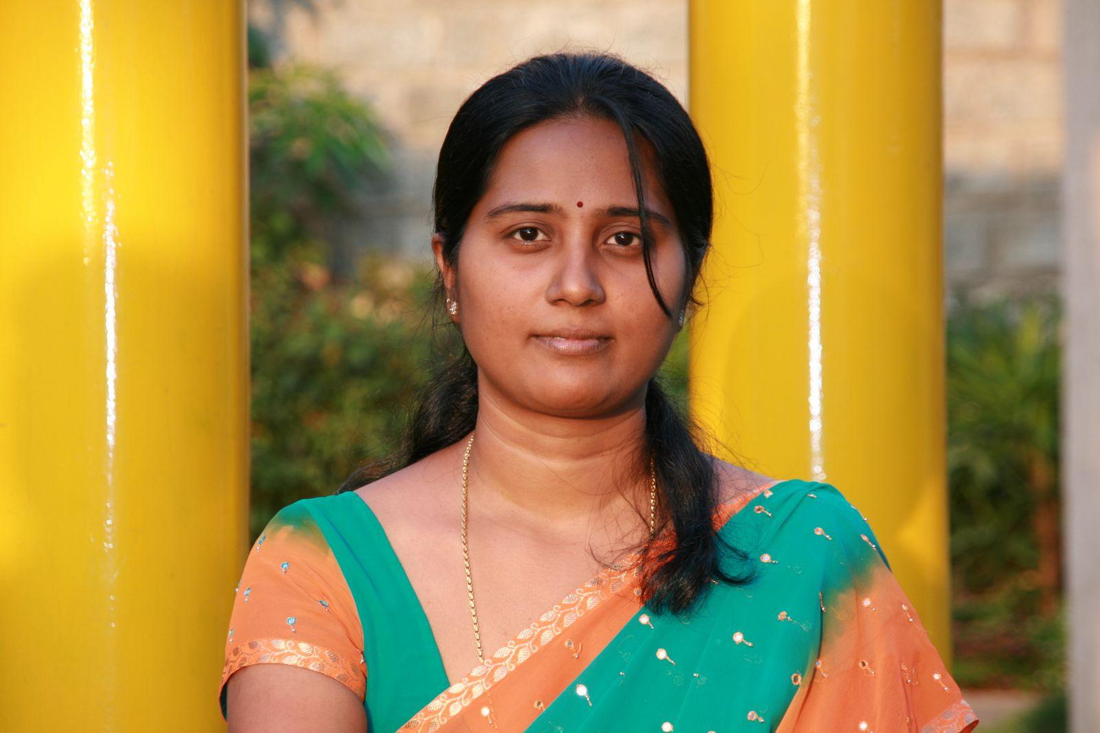 south aunty saree