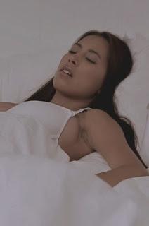 นอนอยู่ดีๆ จู่ๆโผล่มาจากผ้าห่มก็เลยโดนตามระเบียบ Paula Shy