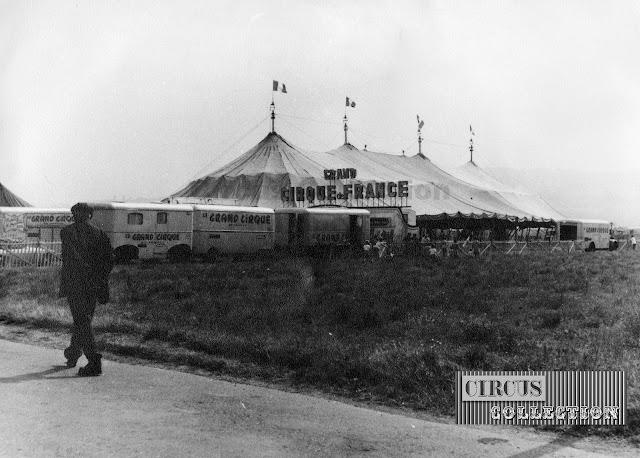 le chapiteau monte le long des mats et le cirque de France prend forme
